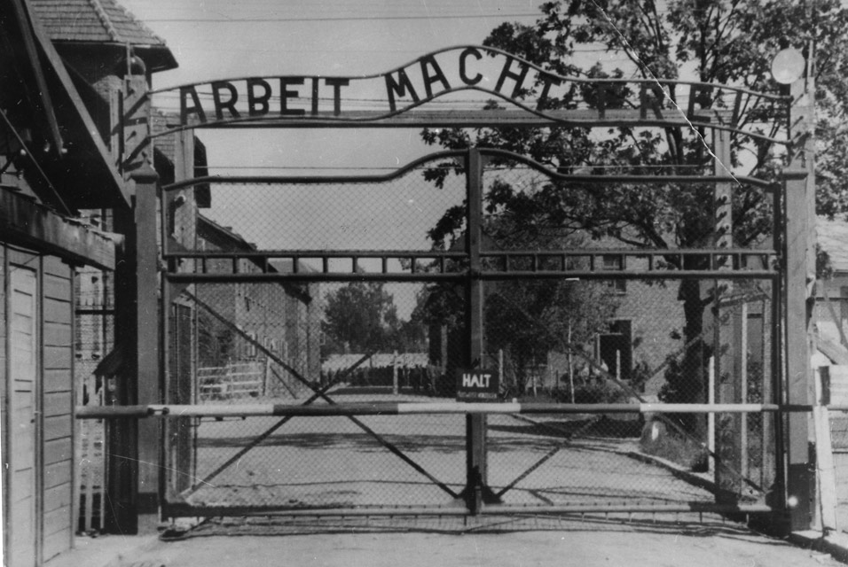 Auschwitz-main-gate